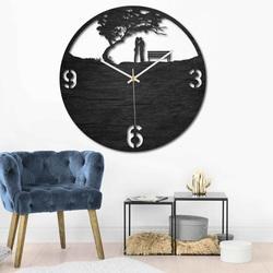 Ceas din lemn - cuplu în parc - natural și colorat | SENTOP PR0448