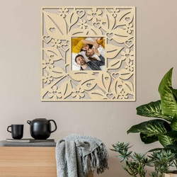 Rama foto pe un perete de lemn - până la 50 x 50 cm