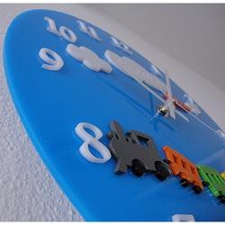 Ceas de perete albastru în pepinieră. Dimensiuni 30 x30 cm