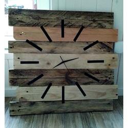 Din lemn tăcere ceas și liniște. Dimensiuni 55 x 55 cm