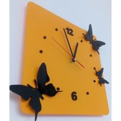 Ceasul de pe peretele de plexiglas. Culoare fluturi galben, negru. Dimensiuni 30 x 30 cm