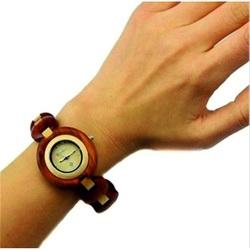 Doamnelor ceas de mână - lemn