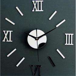 Ceas oglindă fantastic pe peretele unui mic ceas roman