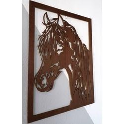 Pictura sculptată pe un perete al unui cal din lemn de placaj