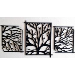 O imagine intrigantă din lemn pe peretele copacului - ramuri KERKERR