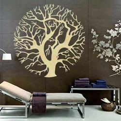 Imagine magică din lemn pe un perete de copac într-un cerc ZITNAKK